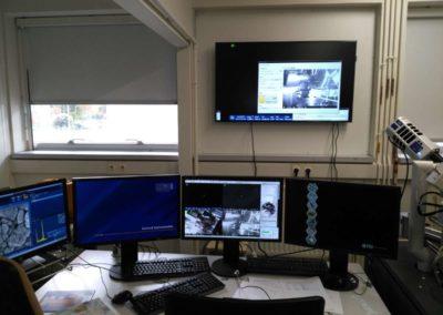 Le cockpit du microscope électronique à balayage de Poitiers